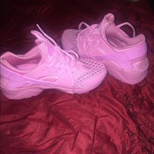 Cute brand new never worn pink Nike size 6.5 y